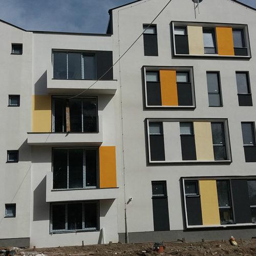 Primul bloc de locuinte din ansamblul rezidential Parc Babes, inca in santier, garsoniere si apartamente 2 camere