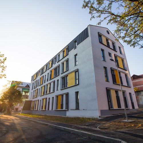 Primul bloc de locuinte din ansamblul rezidențial Parc Babes, garsoniere si apartamente 2 camere